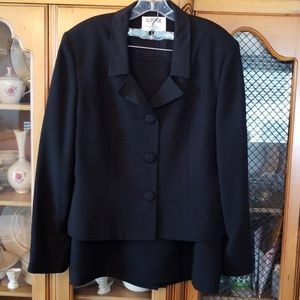 Two Piece Suit Kasper Size 16- Stunner, Classic